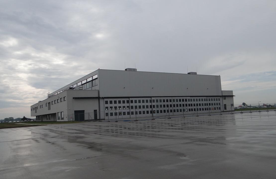 Hangar na Lotnisku Inowrocław. 2019 rok. Zdjęcie Karol Placha Hetman
