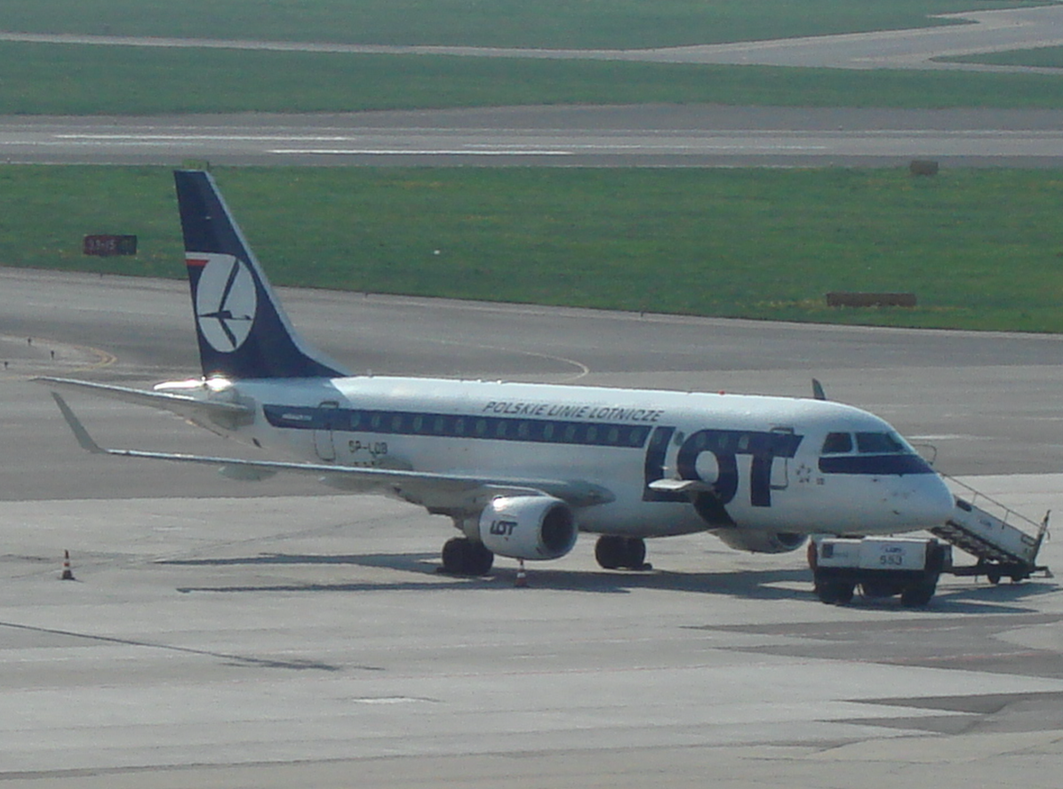 Embraer 170 SP-LDB Okęcie 2009. Photo by Karol Placha Hetman