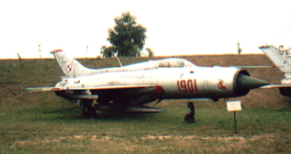 MiG-21 PF nr 761901 nb 1901 Czyżyny 2002 rok. Zdjęcie Karol Placha Hetman