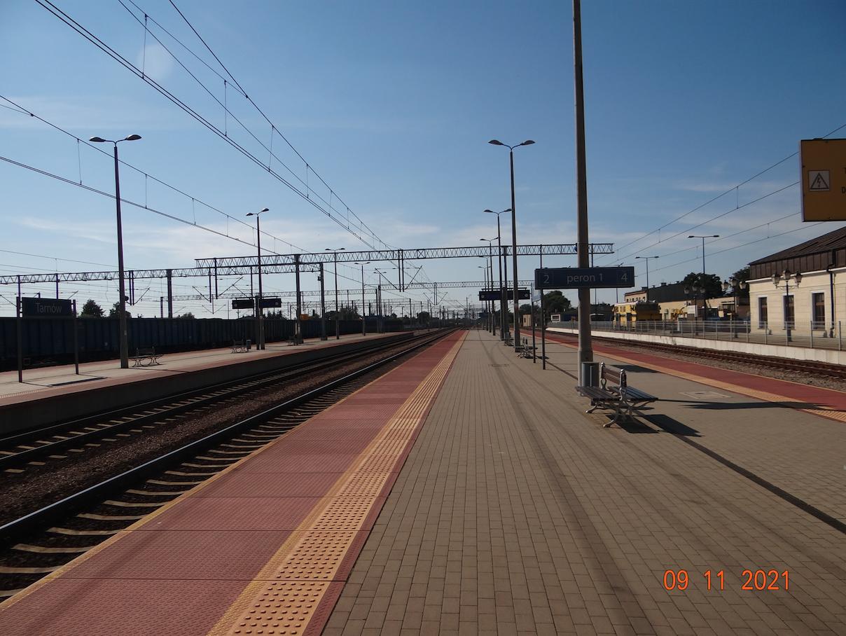 PKP Tarnów. Widok w kierunku Krakowa. 2021 rok. Zdjęcie Karol Placha Hetman
