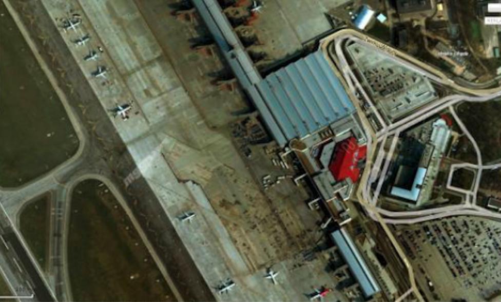 Terminal z pirsami. 2009 rok. Zdjęcie google