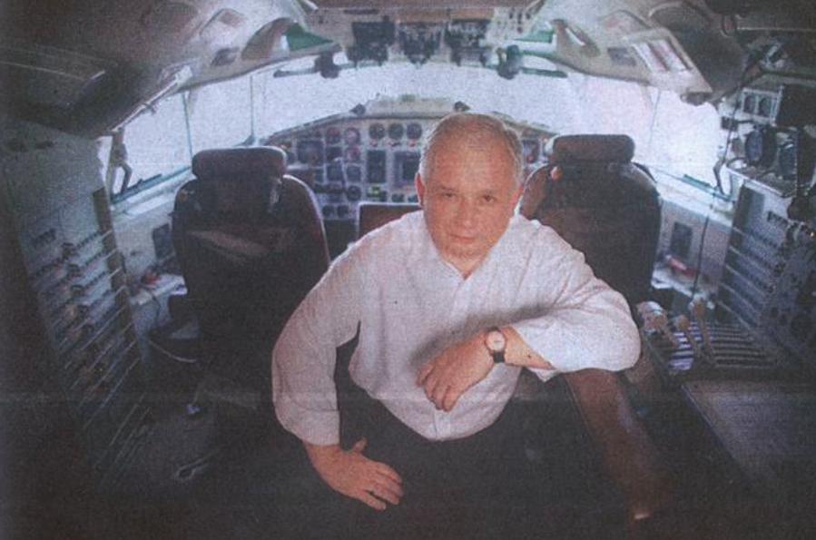 President Lech Kaczyński in the cockpit of Tu-154 M nb 102 Okęcie Airport 2009. Photo of LAC