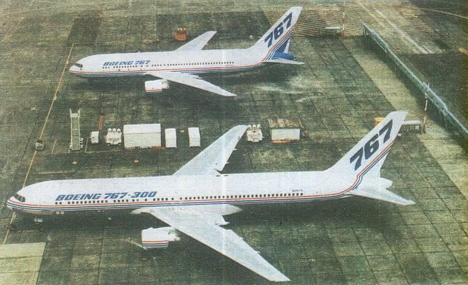 Boeing 767-200 powyżej i Boeing 767-300 poniżej. Bardzo dobrze widać różnicę w długości kadłuba. Everett 1986r.