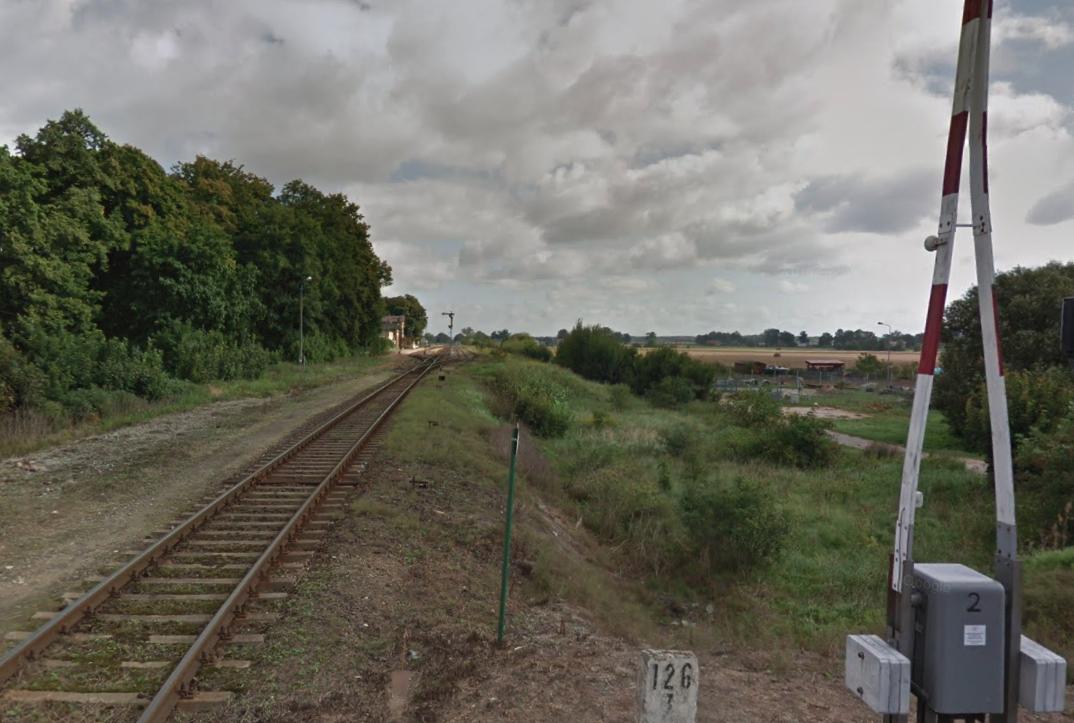 Stacja kolejowa Lipka Krajeńska. Widok w kierunku północno-wschodnim. 2012 rok. Zdjęcie LAC