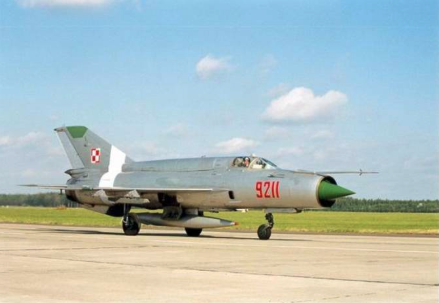 MiG-21 bis nb 9211 with 9 PLM in Zegrze Pomorski during the Orla Szpon exercises in 1997. Photo of LAC