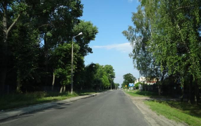 Ulica Tomaszewska prowadząca na Lotnisko. Widok w kierunku centrum Miasta. 2012r.