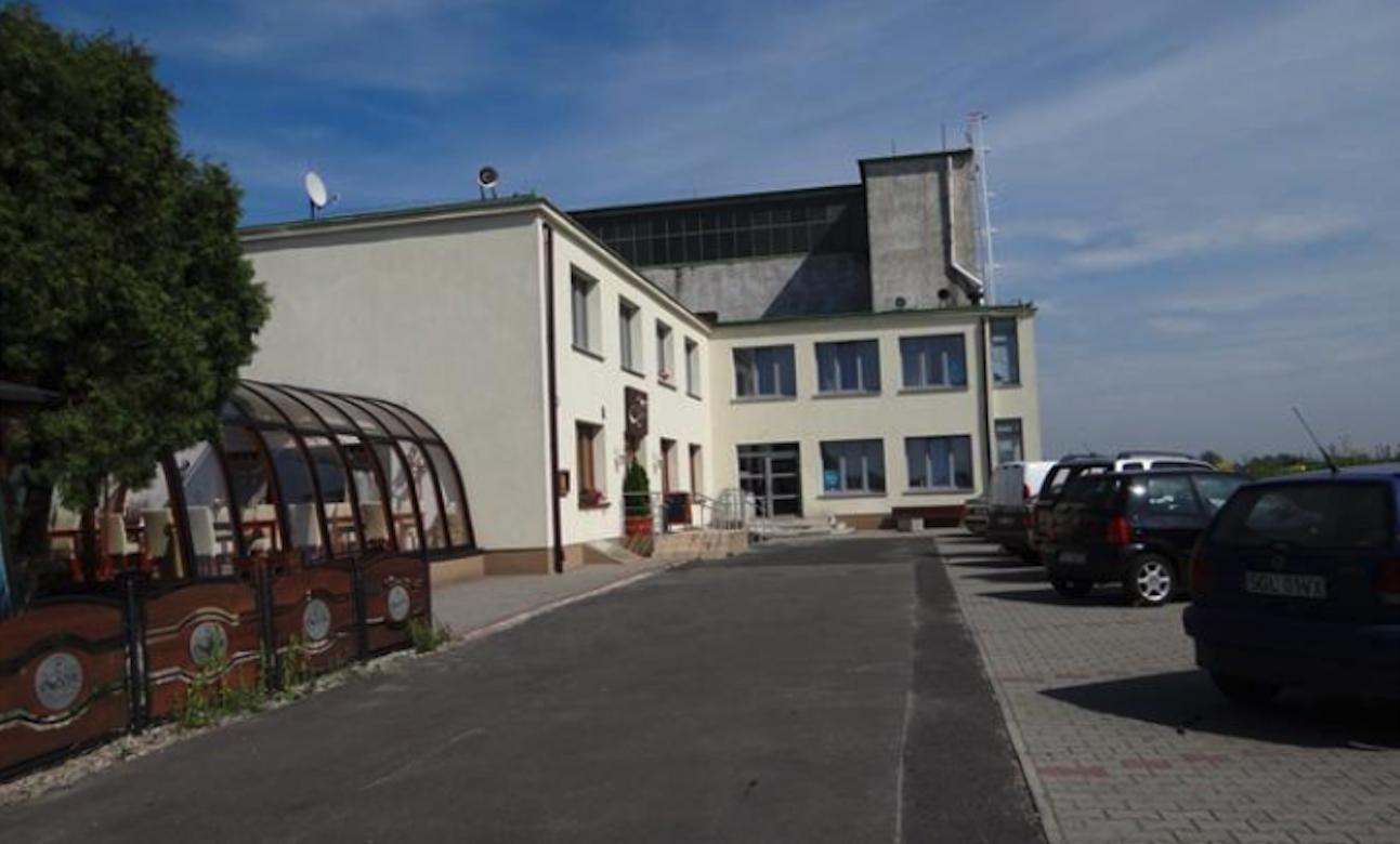 Lotnisko Gliwice. Budynek administracyjny. 2012 rok. Zdjęcie Karol Placha Hetman