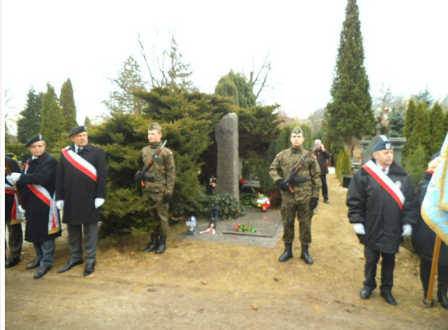 Asysta wojskowa przy grobie płk Bolesława Orlińskiego