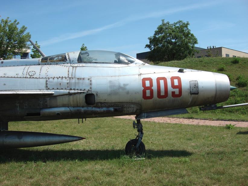 Przednia część kadłuba MiG-21 F-13. 2007 rok. Zdjęcie Karol Placha Hetman