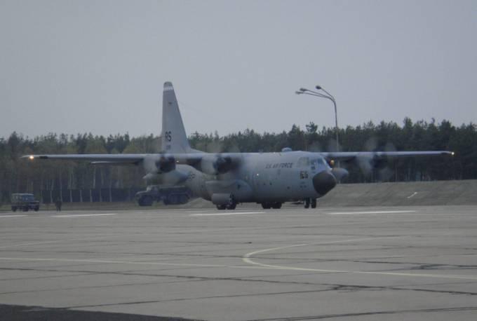 C-130 E Herkules nb RS 73 299, który trafił do 14 ELTr z nb 1506. Powidz 2009r.