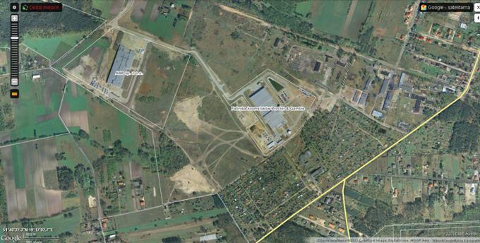 Na terenie byłego Lotniska pozostały dawne budynki lotniskowe, zbudowano dwie fabryki i sa ogródki działkowe. 2013r.