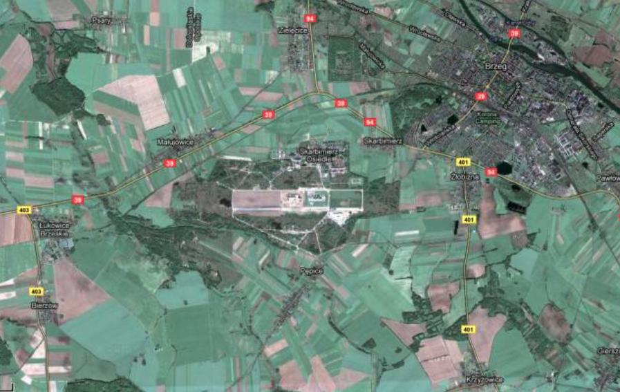 Lotnisko Brzeg i Miasto Brzeg w widoku z satelity. 2010 rok. Zdjęcie LAC