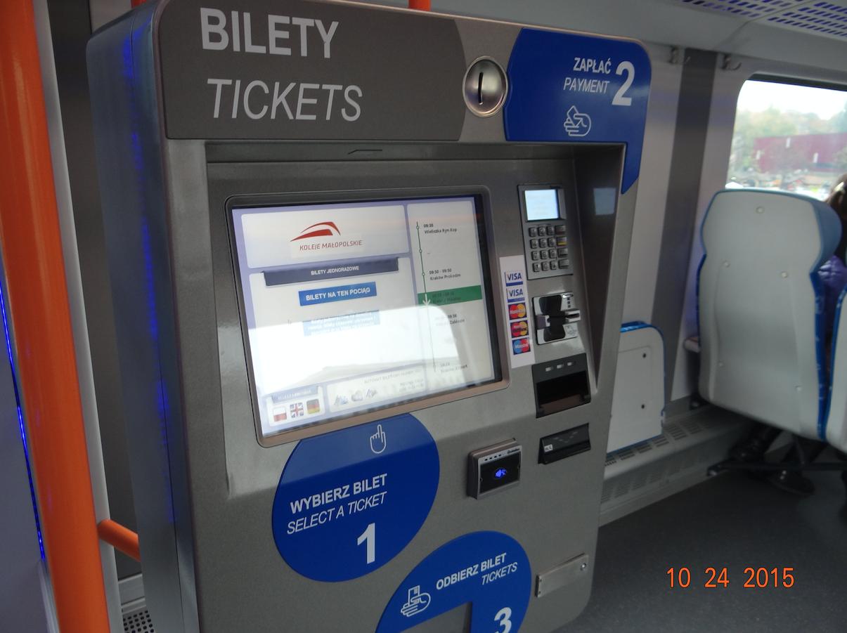 Automat biletowy w pociągu. 2015 rok. Zdjęcie Karol Placha Hetman