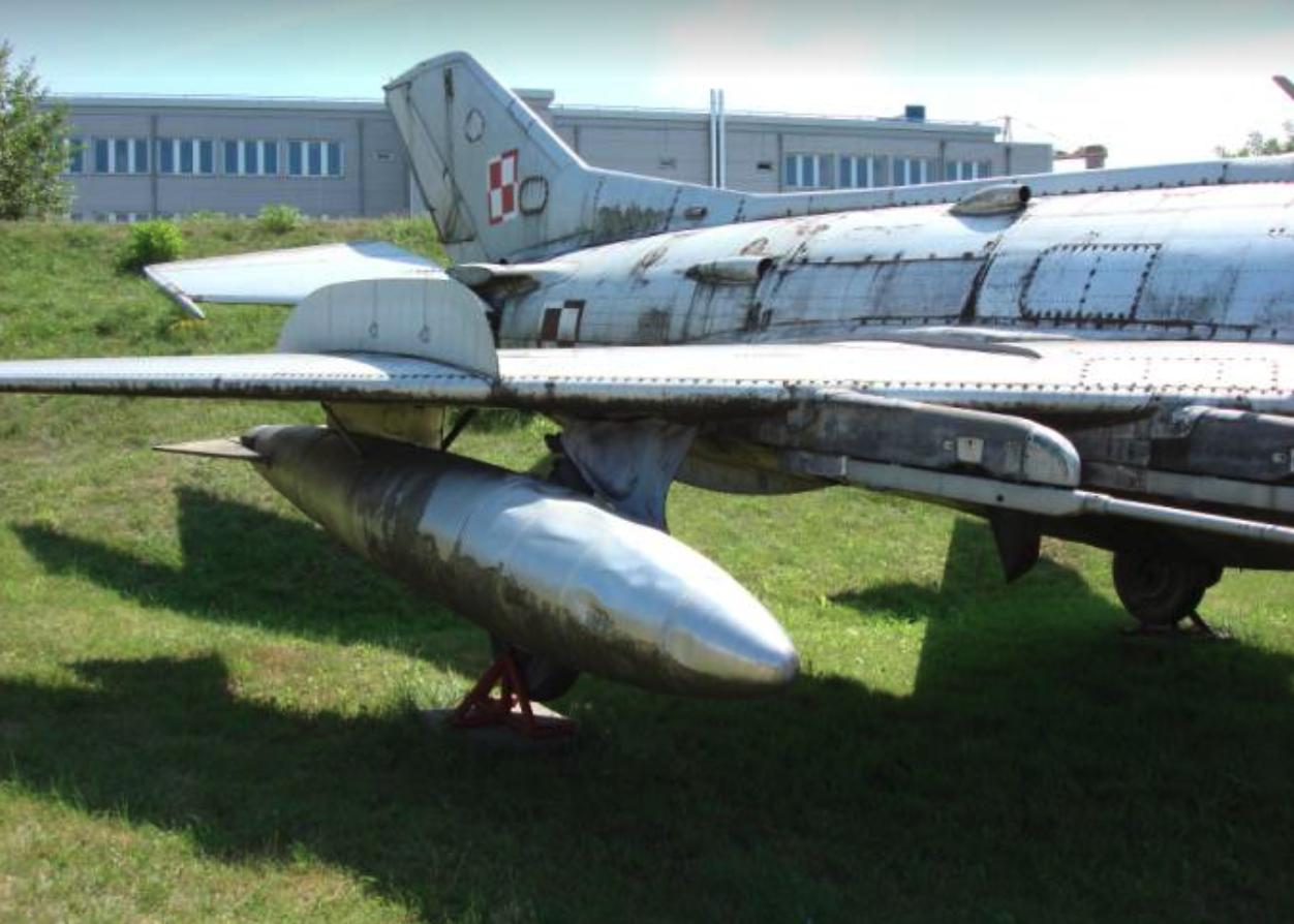 Prawe skrzydło MiG-19 nb 905. Czyżyny 2007 rok. Zdjęcie Karol Placha Hetman