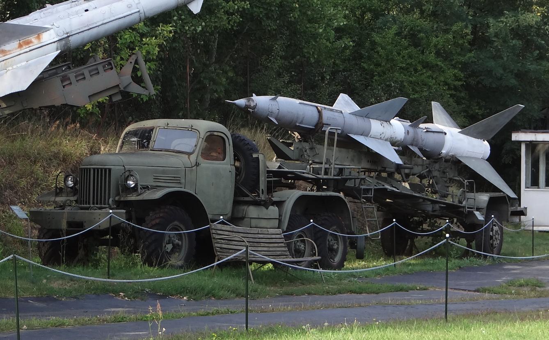 Samochód Ził-151 transportowo-załadowczy STZ. Pocisk rakietowy W-750 systemu S-75. 2012 rok. Zdjęcie Karol Placha Hetman