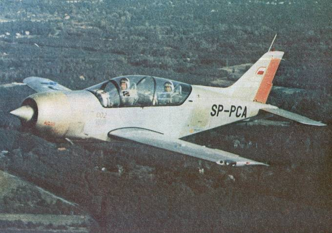 PZL-130 Orlik nr 002 rejestracja SP-PCA w locie. 1984 rok. Zdjęcie LAC