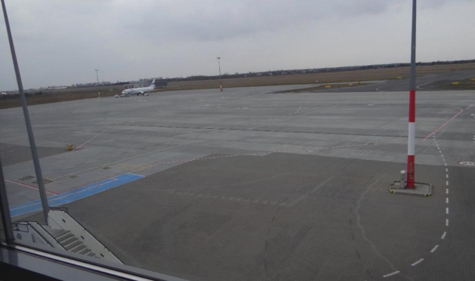 Płyta peronowa. Lotnisko Ławica. 2014 rok. Zdjęcie Karol Placha Hetman
