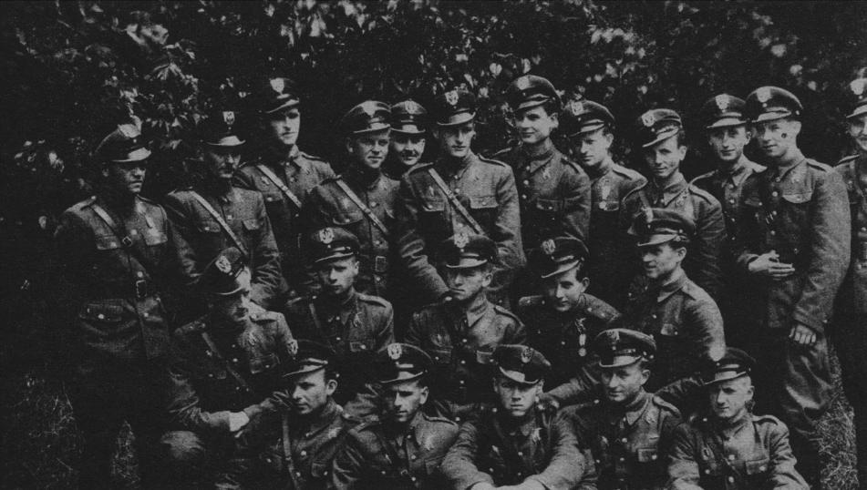 Nowo promowani porucznicy piloci. Dęblin 1946-07-21. Zdjęcie LAC