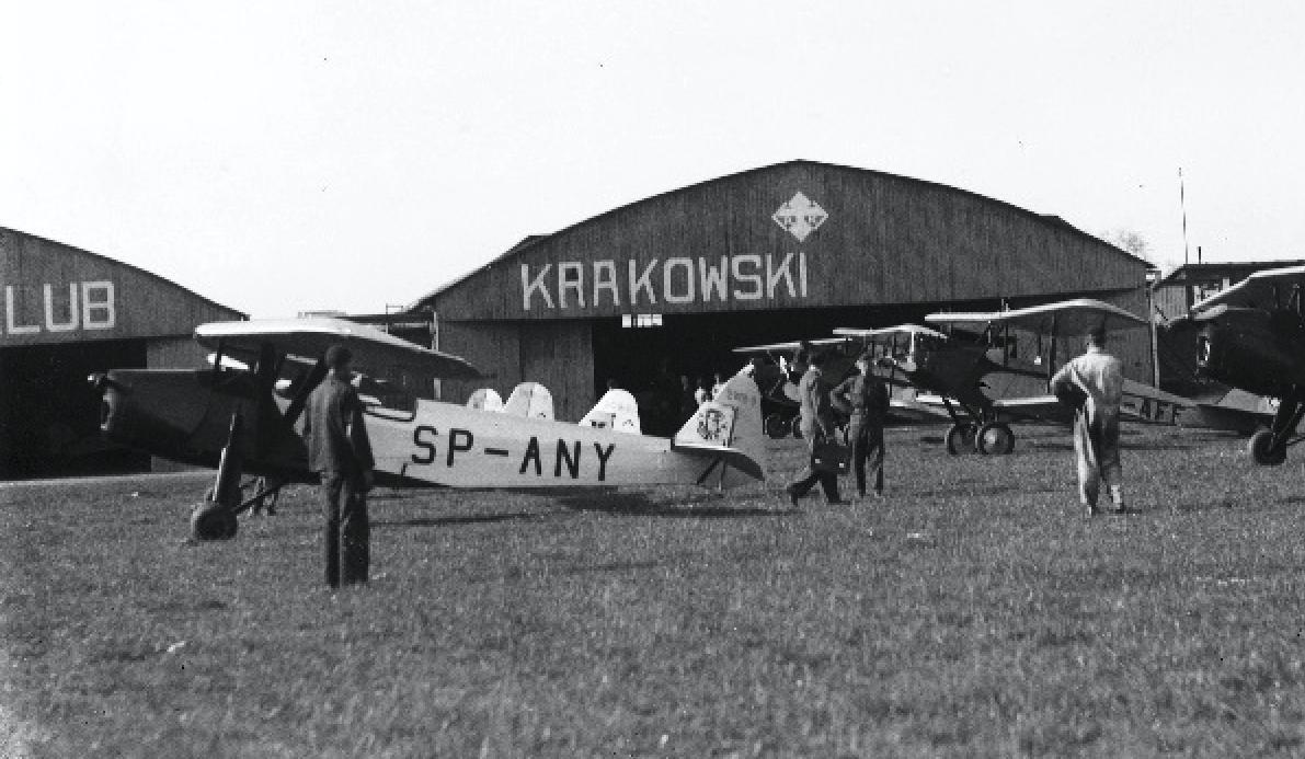 Hangary Aeroklubu Krakowskiego. 1930 rok. Zdjęcie LAC