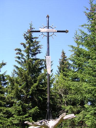Krzyż w miejscu tragedii.