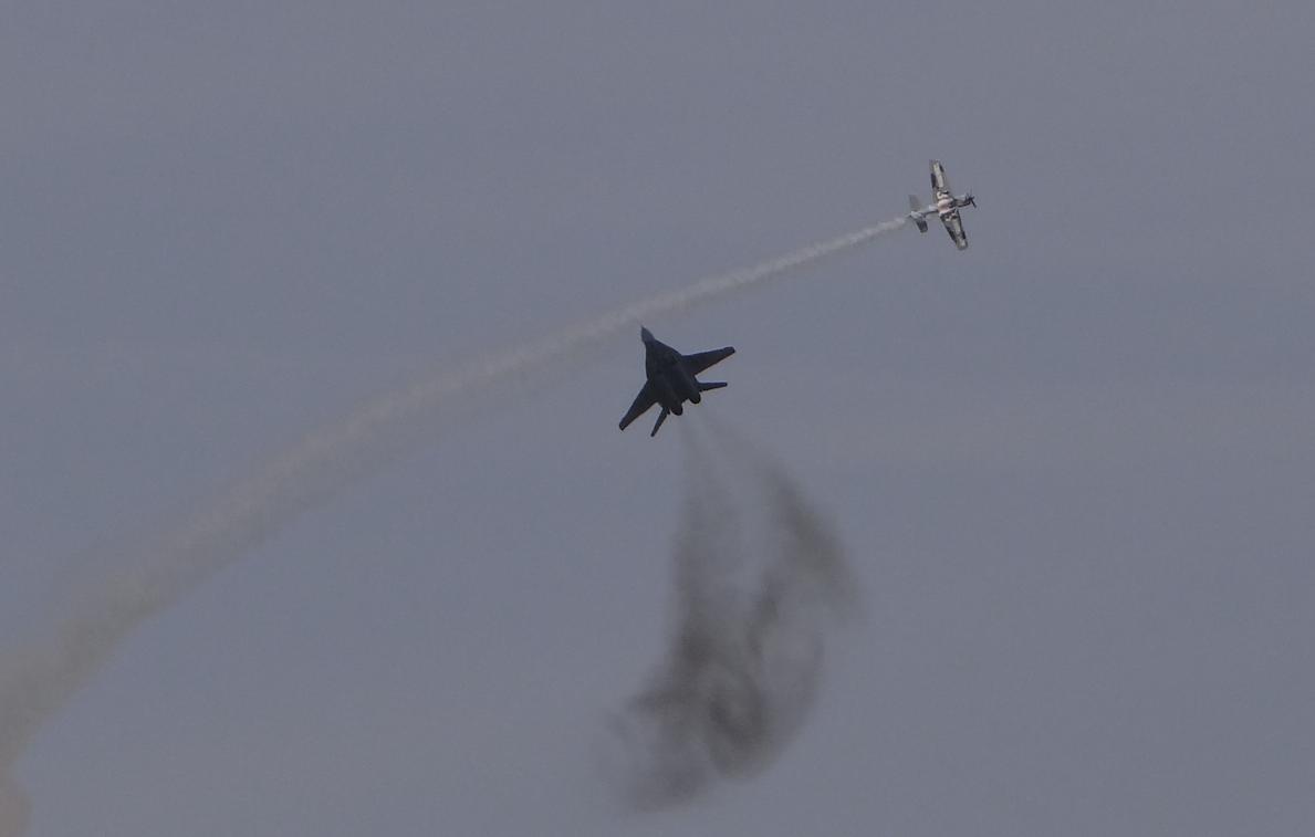 Duo Artur Kielak Extra 330 and lieutenant Jacek Stolarek MiG-29. 2017. Photo by Karol Placha Hetman