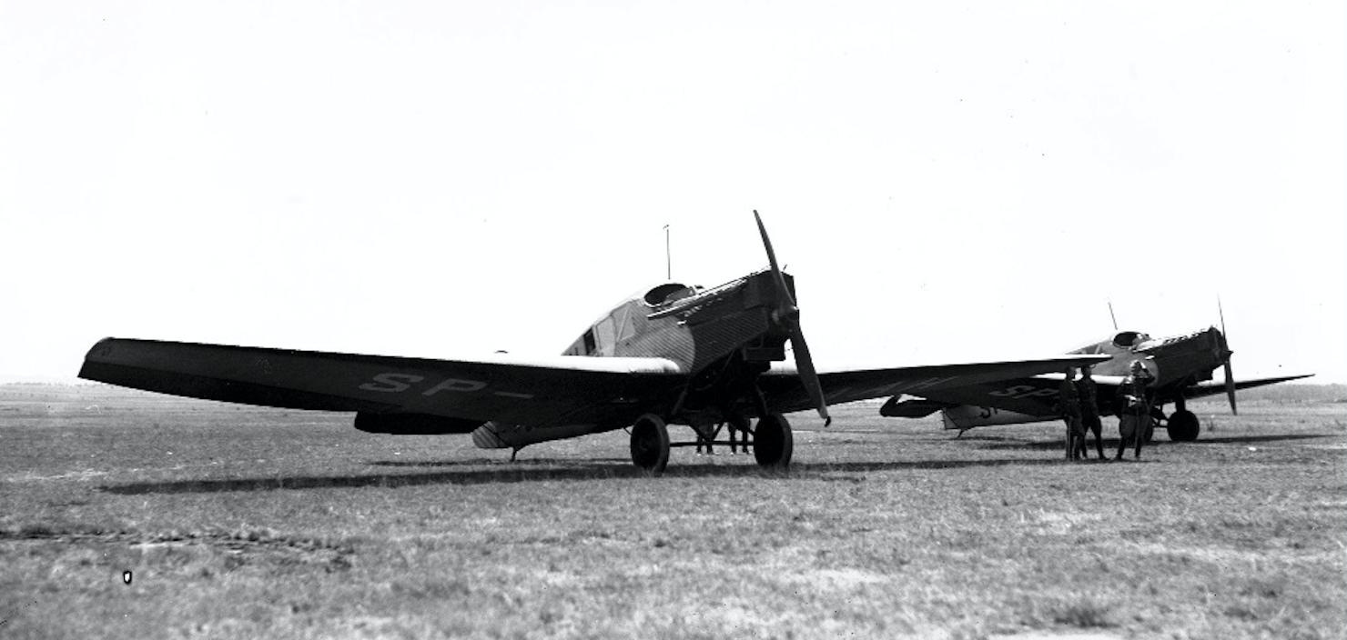 Dwa samoloty Junkers F-13 Polskiego przewoźnika PLL LOT. Pole Mokotowskie. 1930 rok. Zdjęcie PLL LOT