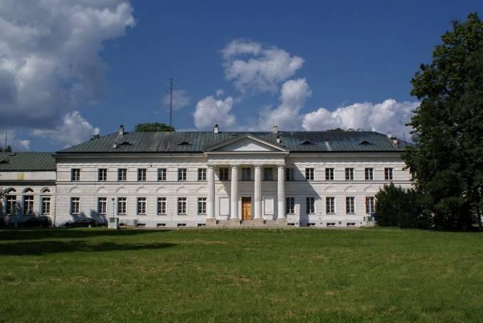 Pałac Mniszchów w Dęblinie. Fasada południowa. 2010r.