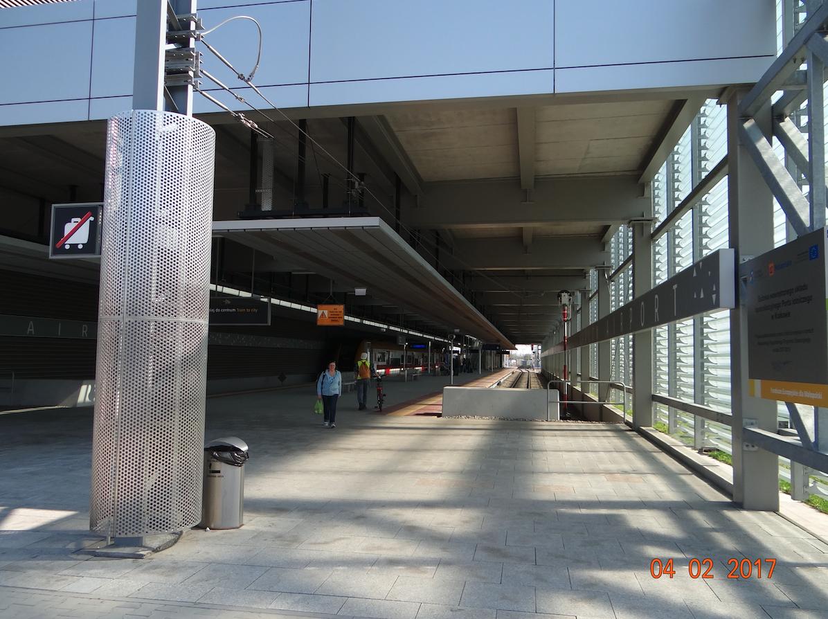 Stacja kolejowa Lotnisko. 2017 rok. Zdjęcie Karol Placha Hetman