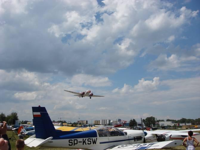 Węgierski Li-2 nad lotniskiem Czyżyny. IV Piknik Lotniczy. 2007r.
