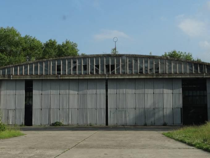 Hangar na Lotnisku Nowe Miasto nad Pilicą. 2012r.