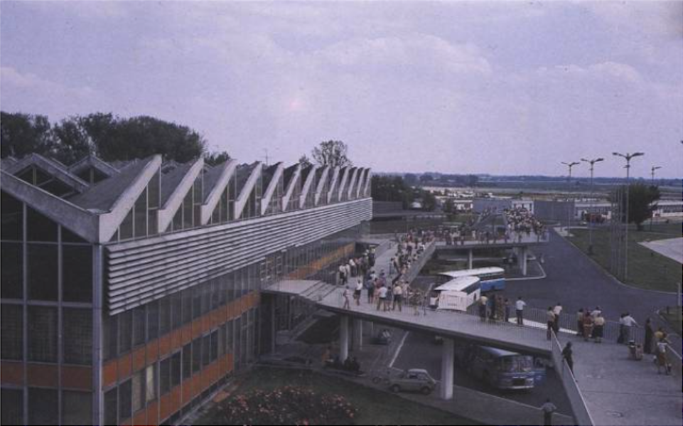 MDL Okęcie. The station building and the famous terrace. 1987 year. Photo of LAC