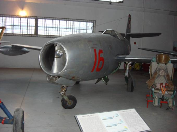 Myśliwiec Jak-23 nb 16. Czyżyny 2008r. To były pierwsze Polskie samoloty użytkowane na Lotnisku Malbork.