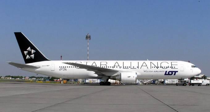 B-767-300 ER rejestracja SP-LPF zaraz po dostarczeniu do Polski. Na kadłubie jest jeszcze rejestracja z USA. Okęcie lipiec 2005r.