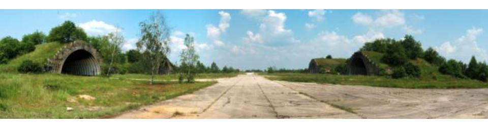 Lotnisko Krzywa, schrono-hangary i DK. 2007 rok. www.fortyfikacje.legnica