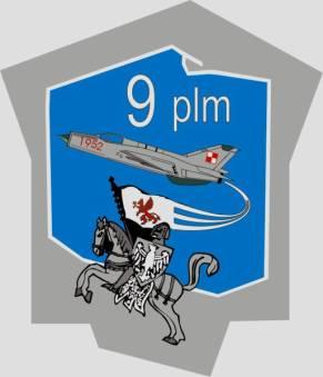 Odznaka pamiątkowa 9 PLM z Zegrza Pomoraskiego. Powstała na bazie odznaki funkcjonującej do 1995r. W poprawionym projekcie uwzględniono wymagania określone w ustawie z 19.02.1993r. o znakach Sił Zbrojnych Rzeczypospolitej Polskiej.