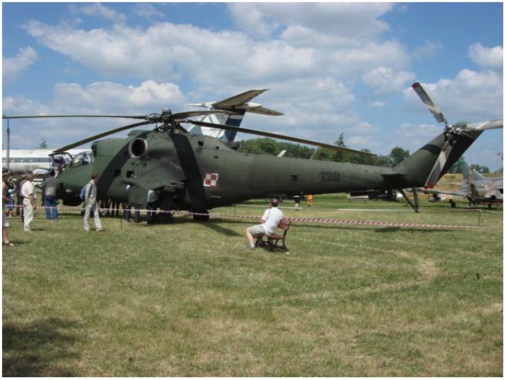 Mi-24 nb 728 w Muzeum Lotnictwa Polskiego w Czyżynach podczas pikniku 2007 rok. Zdjęcie Karol Placha Hetman
