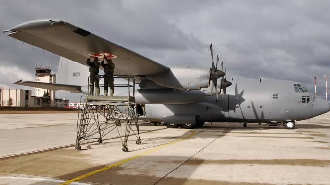 23.03.2009r. Polski C-130 E Herkules nb 1501 tuż przed przylotem do Powidza na terenie bazy USAF Rammstein.