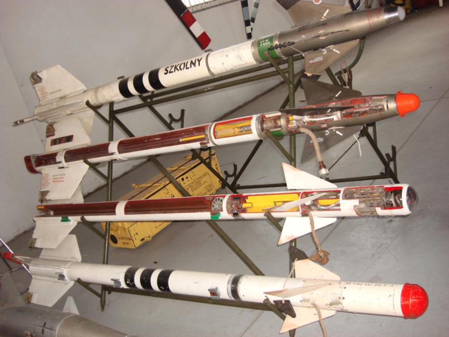 Dwa pociski umieszczone na dole to modele k.p.r. K-13/R-3. Czyżyny 2008 rok. Zdjęcie Karol Placha Hetman
