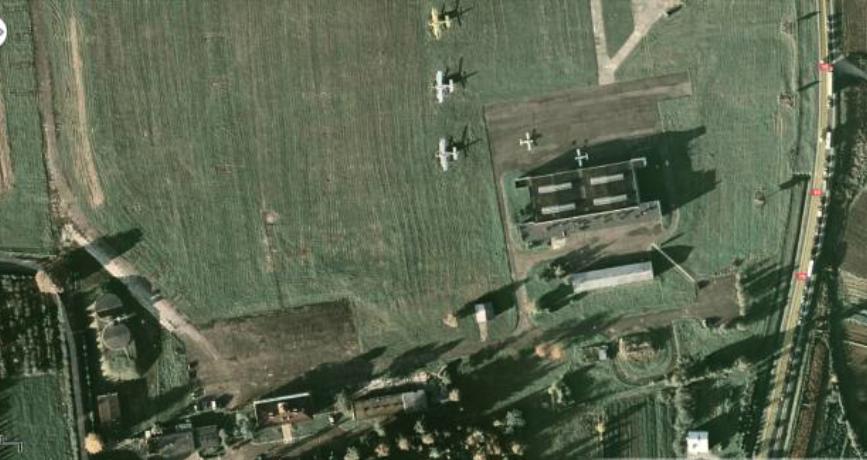 Obiekty OKL PRz. Jeszcze bez nowego hangaru i innych nowych obiektów. 2010 rok. Zdjęcie LAC