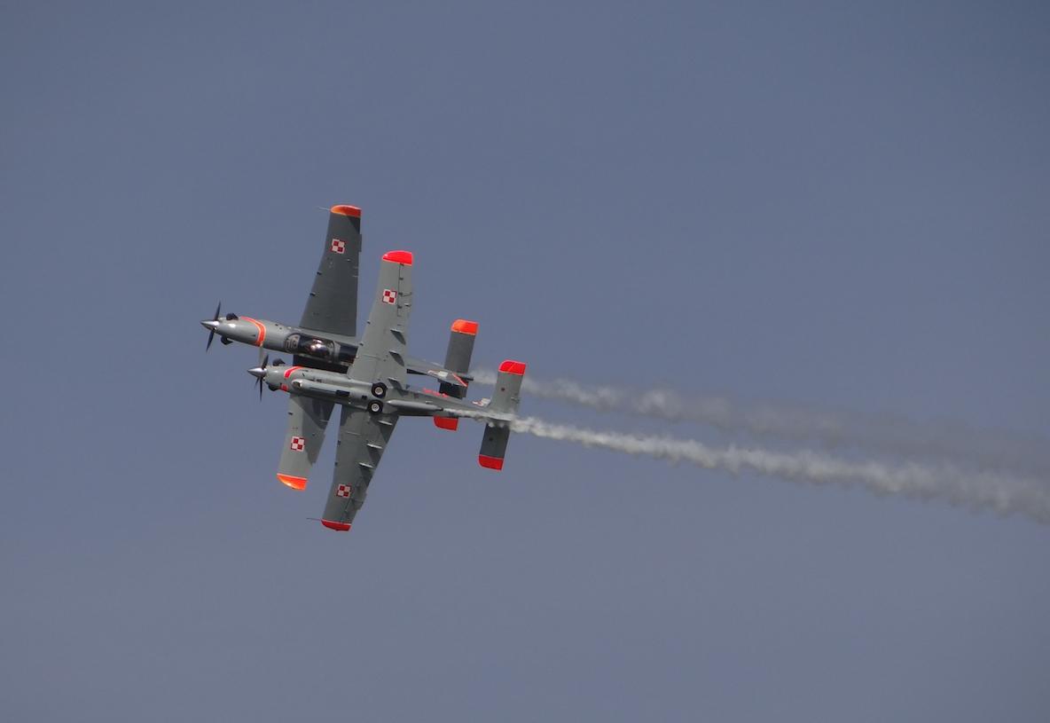 Zespół Orlik na samolotach PZL-130 TC-II Orlik. Nowy Glinnik 2012 rok. Zdjęcie Karol Placha Hetman