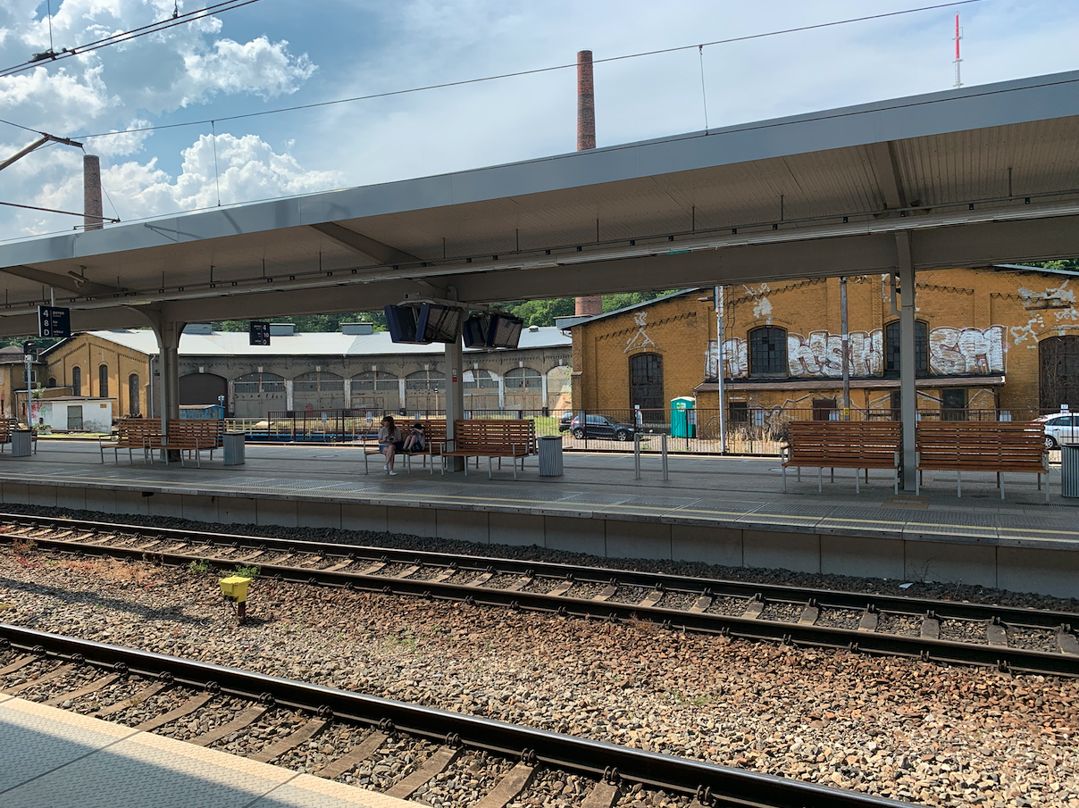 W tle widoczna lokomotywownia. 2021 rok. Zdjęcie Karol Placha Hetman