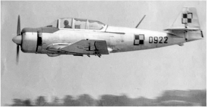 Doskonały Polski samolot szkolny TS-8 Bies nb 0922. W Dęblinie od 1958r.