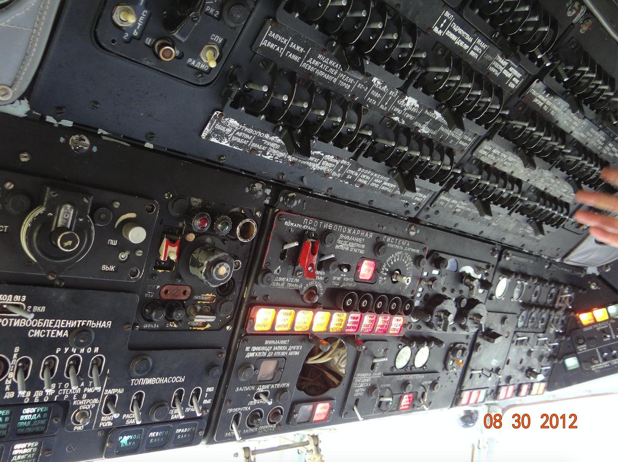 Kokpit śmigłowce Mi-8 T. Lewy górny pulpit. 2018 rok. Zdjęcie Karol Placha Hetman