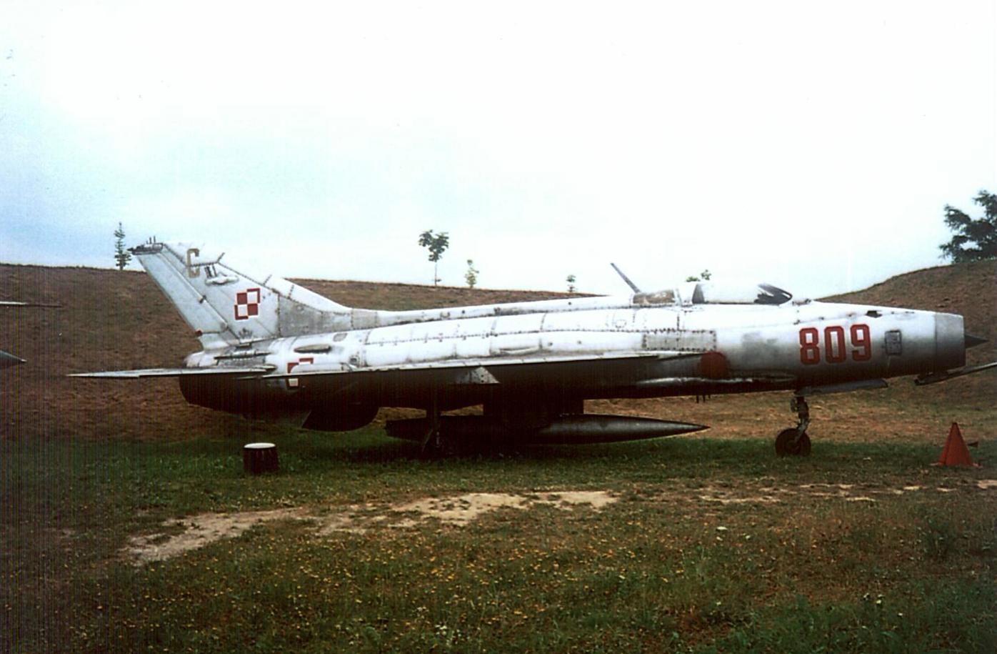 MiG-21 F-13 nb 809 nr 740809. Czyżyny 2002 rok. Zdjęcie Karol Placha Hetman