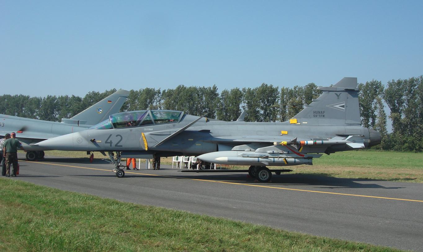 Gripen 39 D nb 42. Węgry. Samolot z uzbrojeniem. 2011 rok. Zdjęcie Karol Placha Hetman