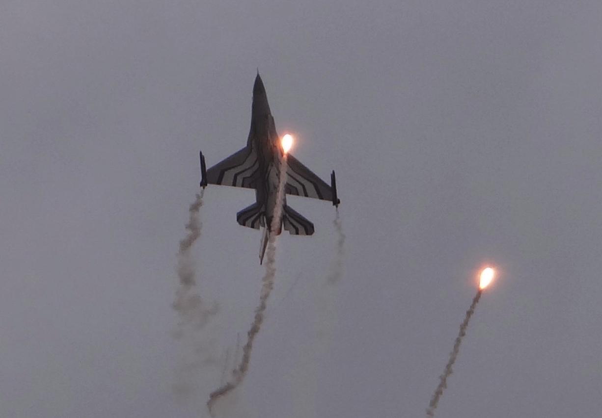 F-16 podczas pokazu. Radom 2015 rok. Zdjęcie Karol Placha Hetman