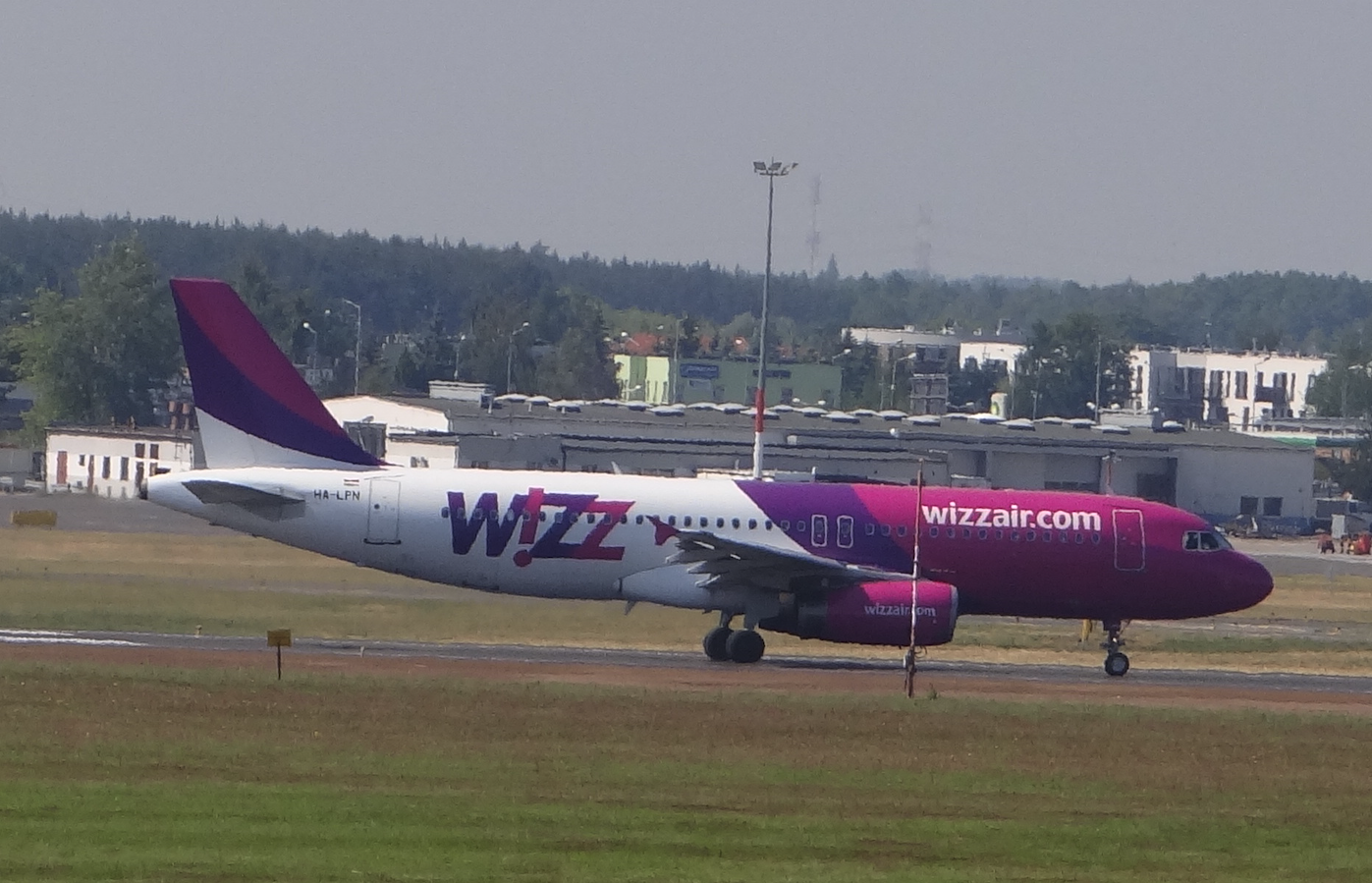 Airbus A-320 HA-LPN Wizz Air. Lotnisko Ławica. 2015 rok. Zdjęcie Karol Placha Hetman