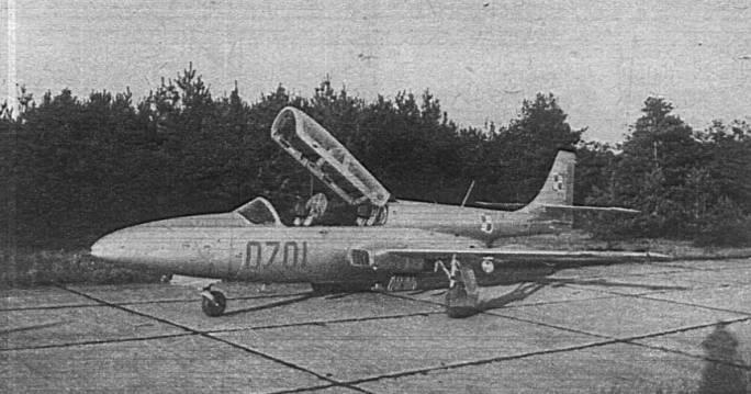 TS-11 Iskra nb 0701 na lotnisku. 1980r.