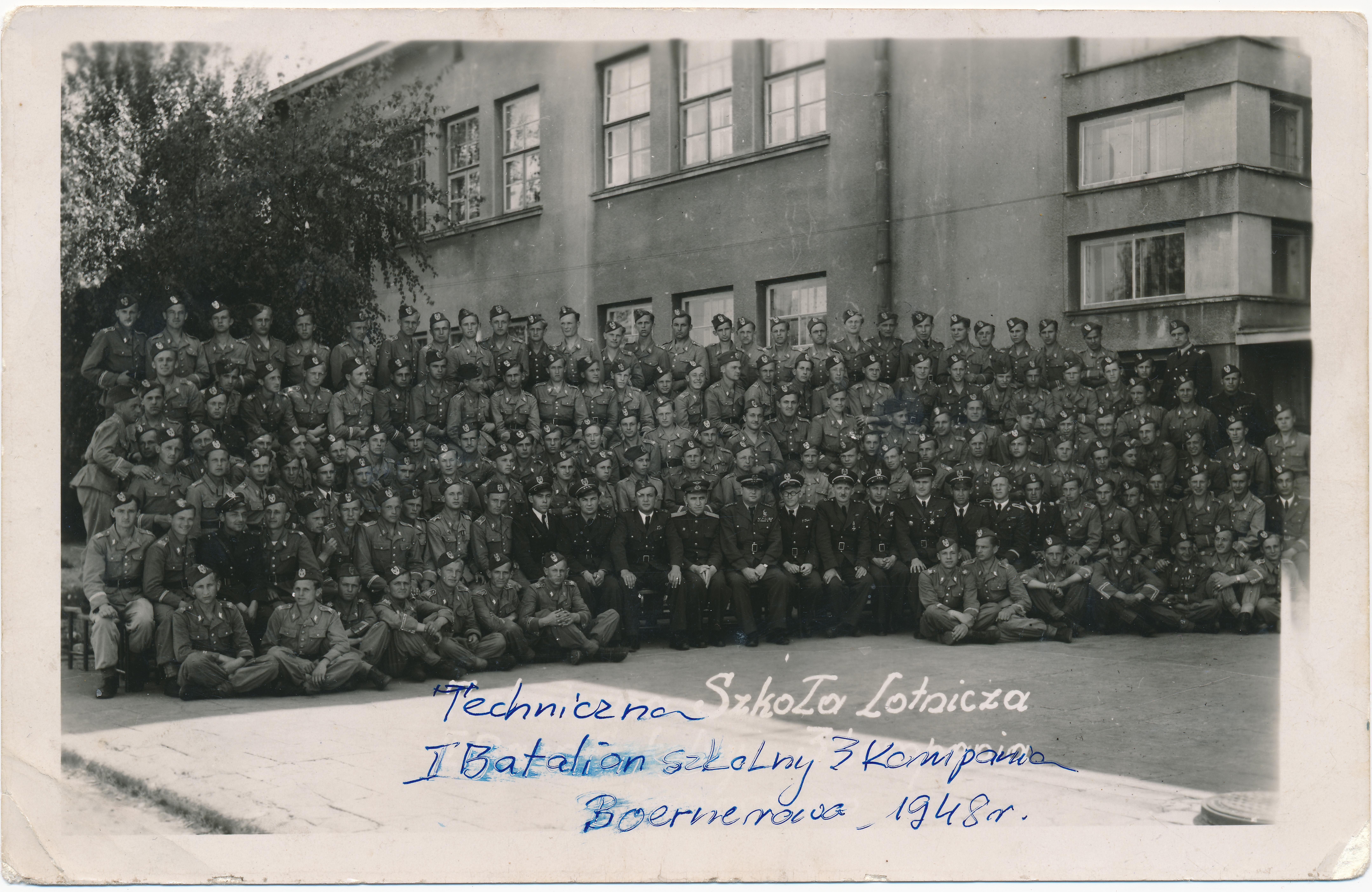 Zdjęcie z rodzinnego albumu pana Sławomira Jóźwik. Podpis na zdjęciu w białym kolorze wykonał fotograf. Piórem poprawił Franciszek Jóźwik