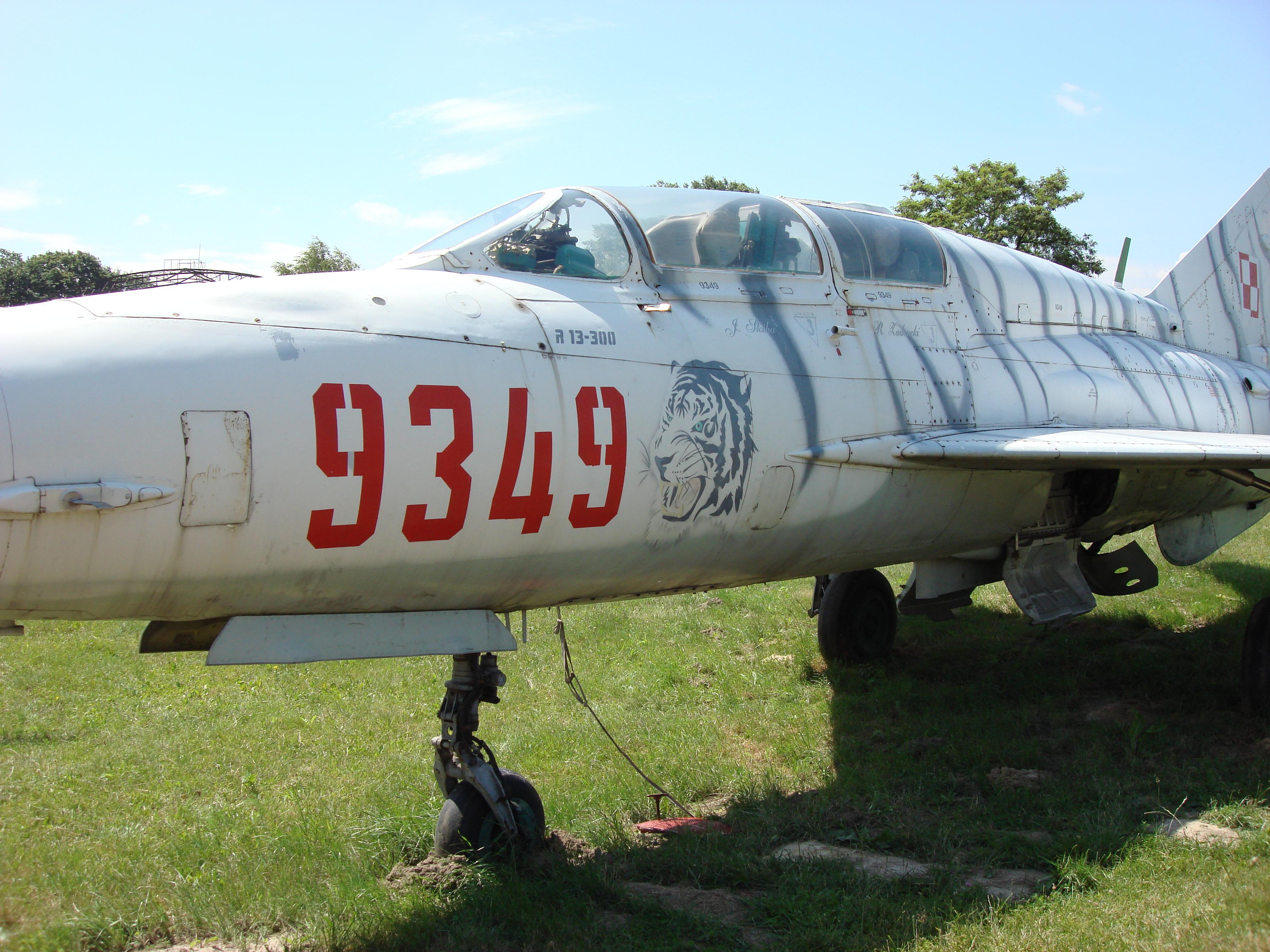 MiG-21 UM nb 9349. Czyżyny 2007 rok. Zdjęcie Karol Placha Hetman